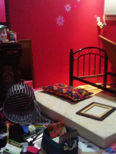 عکس هایی از اتاق آیات القرمزی پس از حمله ماموران