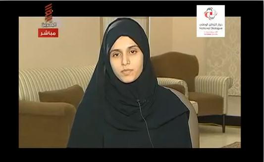 آیات القرمزی در تلویزیون بحرین در چنین کشوری که اساسا چیزی به نام دادگاه وجود ندارد باید هم این اعترافات نمایشی پخش شود.در شرایطی که 7 مرد معترض بحرینی ، قبل از حضور در دادگاه نظامی گناهکار شناخته شده و محکوم به اعدام می شود چه انتظاری می توان از دفاعیه و وکیل و احقاق حق برای آیات داشت. برای نخستین بار است که کشوری شهروندان غیرنظامی خود را در حالی به دادگاه نظامی می فرستد که حکم آنها از پیش تعیین شده است.  به همین دلیل است که اعتراف آیات در رسانه ملی هیچ اثری بر مقاومت معترضین در این کشور نداشت و بلکه منجر به خشم مقدس در میان آنها شد.